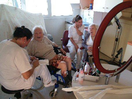 Animaux en maison de retraite for Aide soignante en maison de retraite